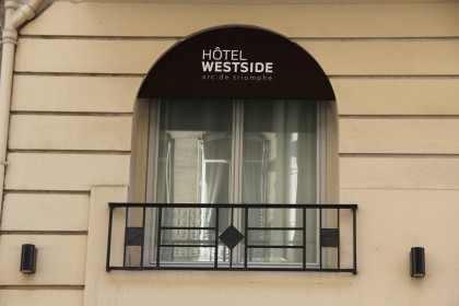 hotel westside arc de triomphe photos of an hotel in paris westside hotel 39 s pictures. Black Bedroom Furniture Sets. Home Design Ideas