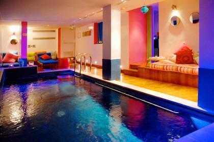 Hotel westside arc de triomphe photos of an hotel in paris westside hotel 39 s pictures for Hotel avec piscine dans la chambre