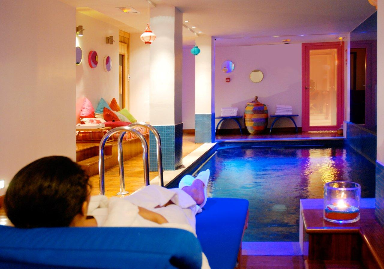 Hotel westside arc de triomphe hotel with pool in paris for Appart hotel paris avec piscine